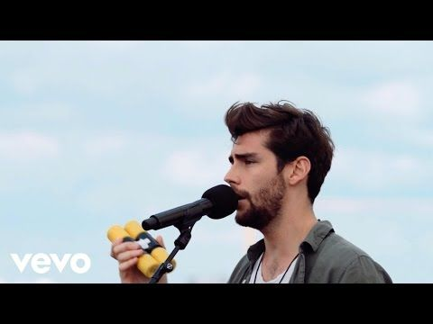 Alvaro Soler Tengo Un Sentimiento Vevo Lift Vevo Youtube Singer