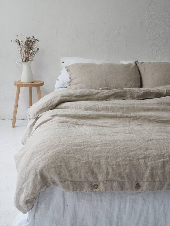 Natural Linen Duvet Cover With Coconut Buttons Seamless