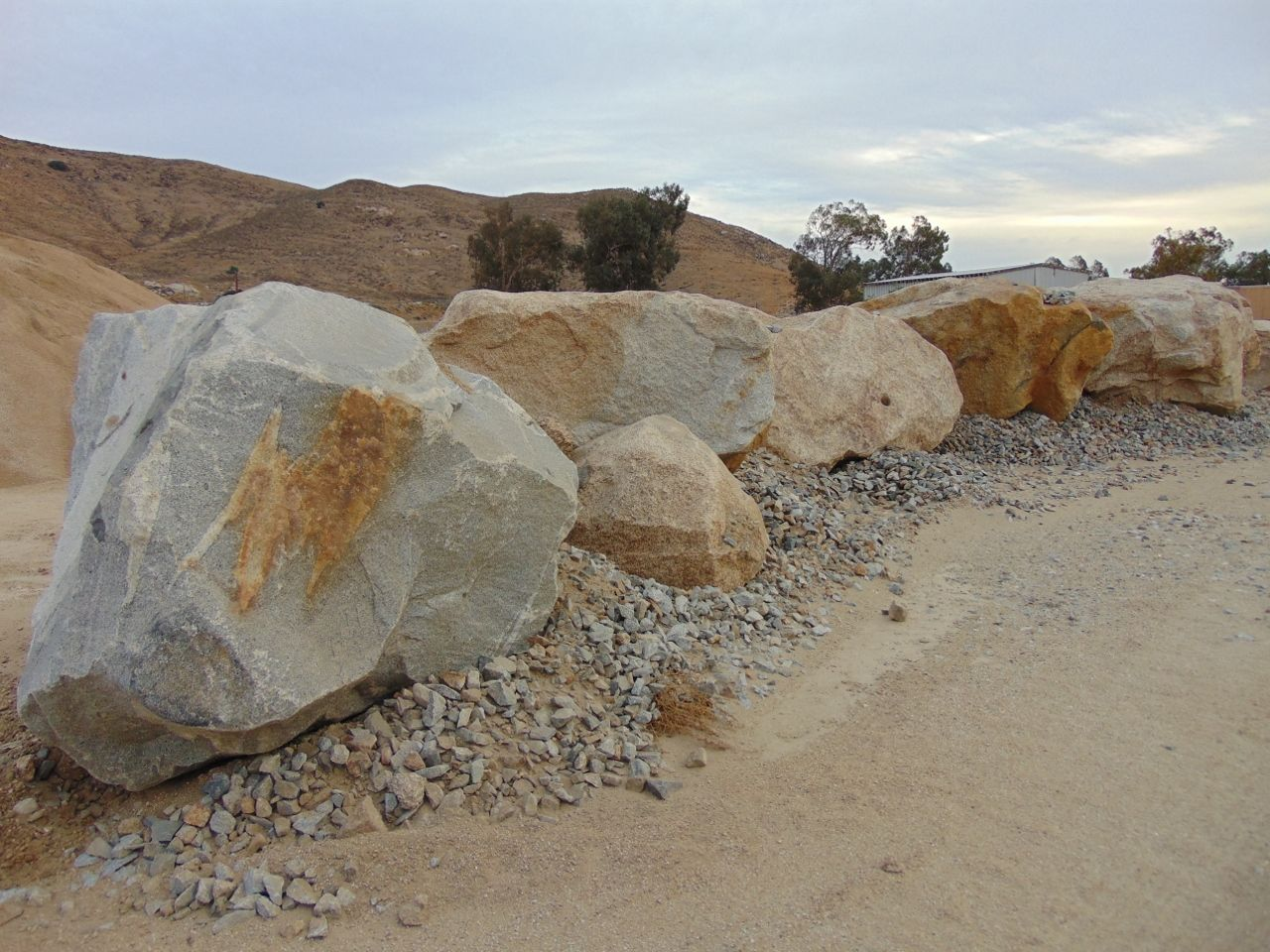 Gold Granite Boulders For Sale From Southern California Can Be Shipped Anywhere Needed Some Of These Have Been Haul Bouldering Southern California California