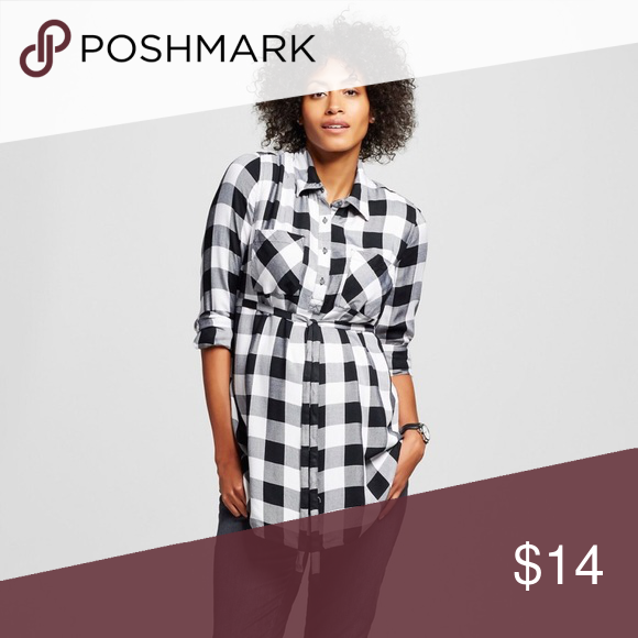Liz Lange Maternity black and white plaid top Worn 2 or 3 times....in great condition. 100 percent rayon construction for an elevated feel • Classic shirt style with some modern elements • Drawstring waistband for customizable fit • Choose your pre-pregnancy size to get the perfect fit for your changing shape Playful plaid goes retro in the delightful Maternity Buffalo Plaid Button-Up Tunic by Liz Lange for Target. This fantastic plaid shirt has all the classic style elements with a large…