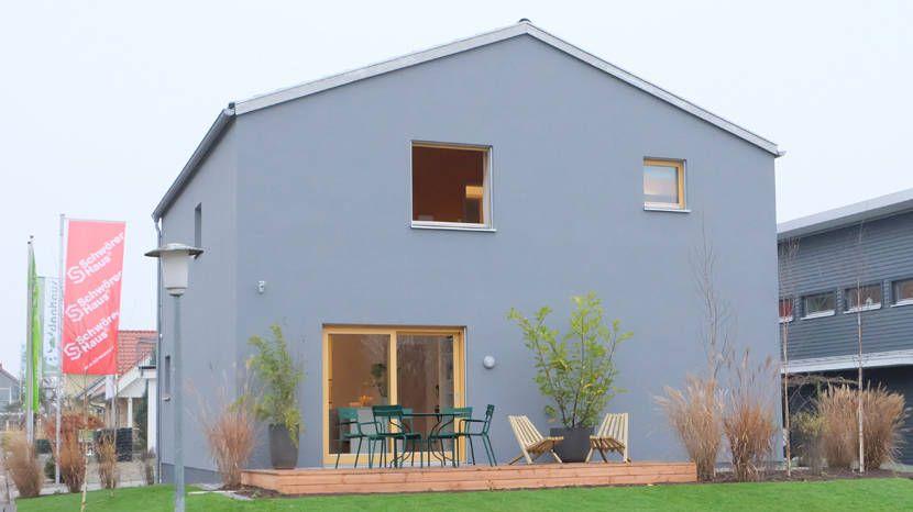 Holzfenster Blaue Fassade Schoener Wohnen Haus Mono1 Jpg 830 466 Schoner Wohnen Haus Fassade Haus Haus