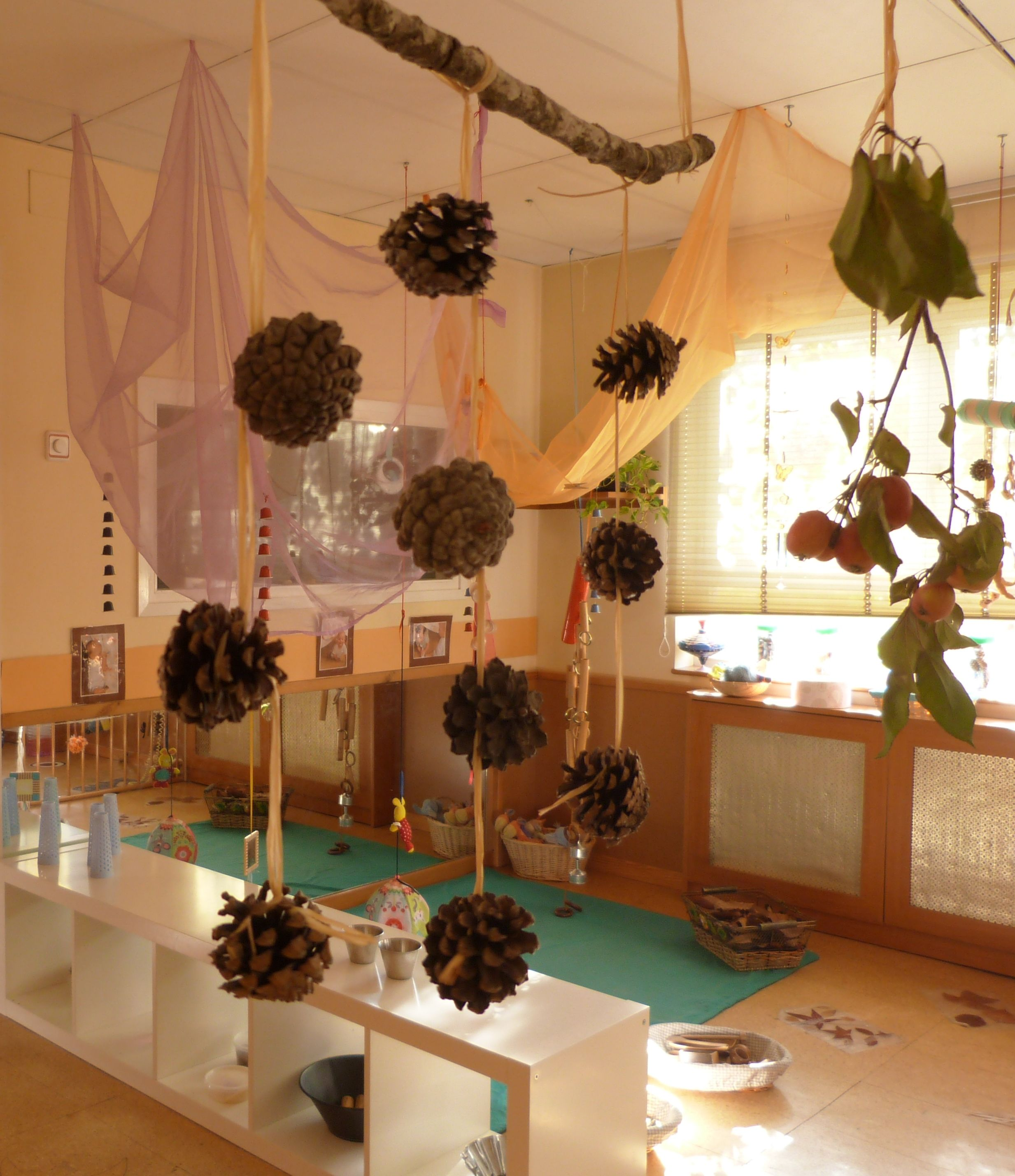 Reggio Classroom Decor ~ Simple idea but absolutely gorgeous to look at escola