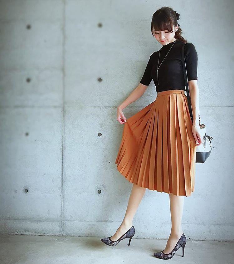 サラリと女らしさをプラス♡秋の「プリーツスカート」こなれコーデ術. Ol ファッションファッション