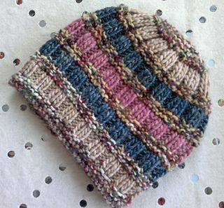 Photo of Dieser bequeme strukturierte Hut kombiniert vier Farben und zwei Stiche, um Ihren Kopf zu bed…