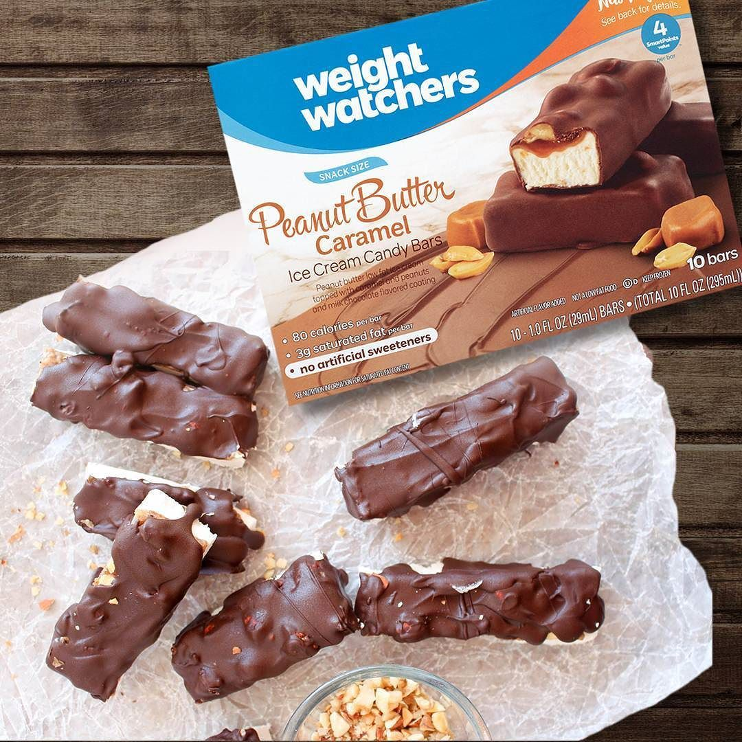 ويت ووتشرز لوح آيس كريم بنكهة زبدة الفول السوداني و الكراميل خالية من المحليات الصناعية و تحتوي على 80 سعرة حرارية فقط متوفرة في ثلاجات Food Desserts Brownie