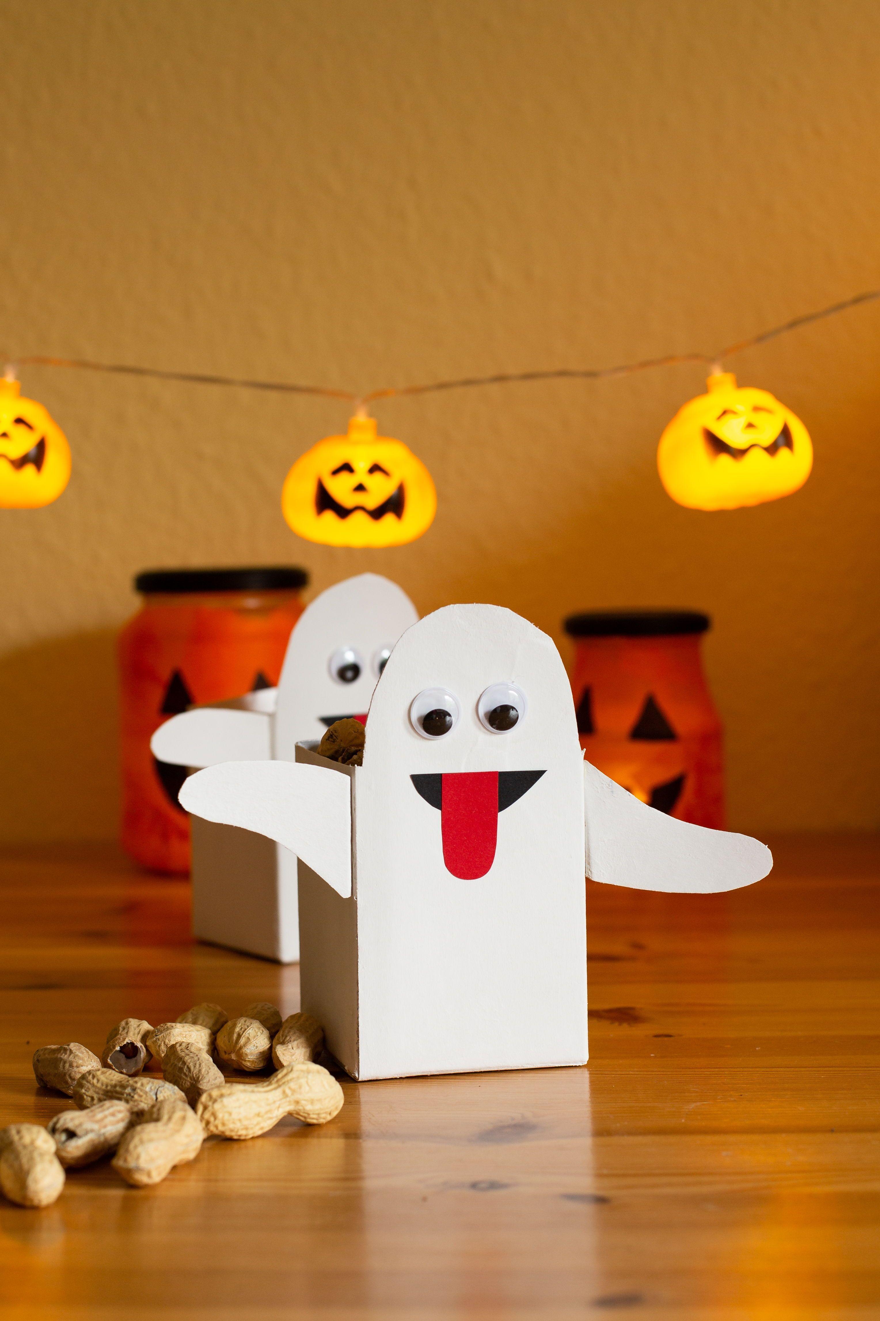 Diy Halloween Deko Aus Milchtuten Basteln Diy Blog Do It Yourself Anleitungen Zum Selbermachen Wiebkeliebt In 2020 Diy Halloween Party Halloween Deko Basteln Halloween Deko Basteln Mit Kindern
