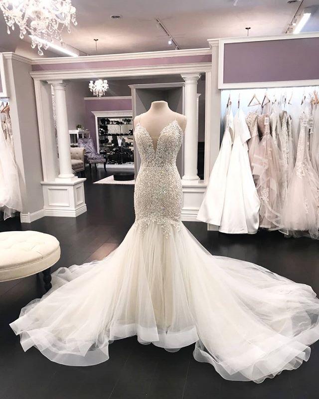 """Bridal & Boutique de Mimi sur Instagram: """"Lorsque vous marchez dans l'allée de cette fille glamour, nous pouvons simplement imaginer les images de réaction larmoyantes de l'amour de votre vie qui vous attendent à …""""   – Wedding Dresses"""