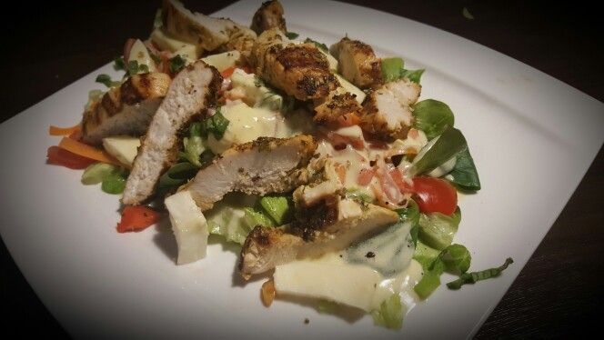 Fresh Salad with grilled turkey