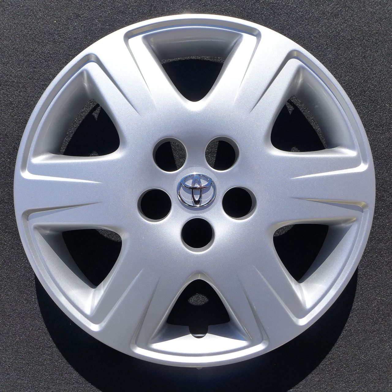 Brand new 2005 2006 2007 2008 toyota style corolla hubcap wheel cover 15 61133
