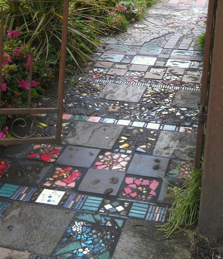 Garden path made of broken tiles stepables pinterest for Garden mosaics designs