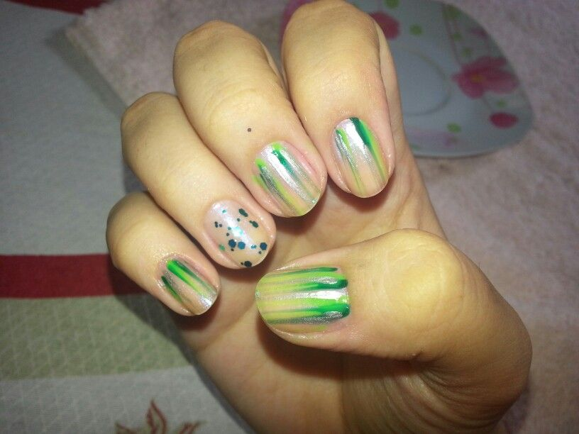 Técnica usando pincel + filha única com glitter impala