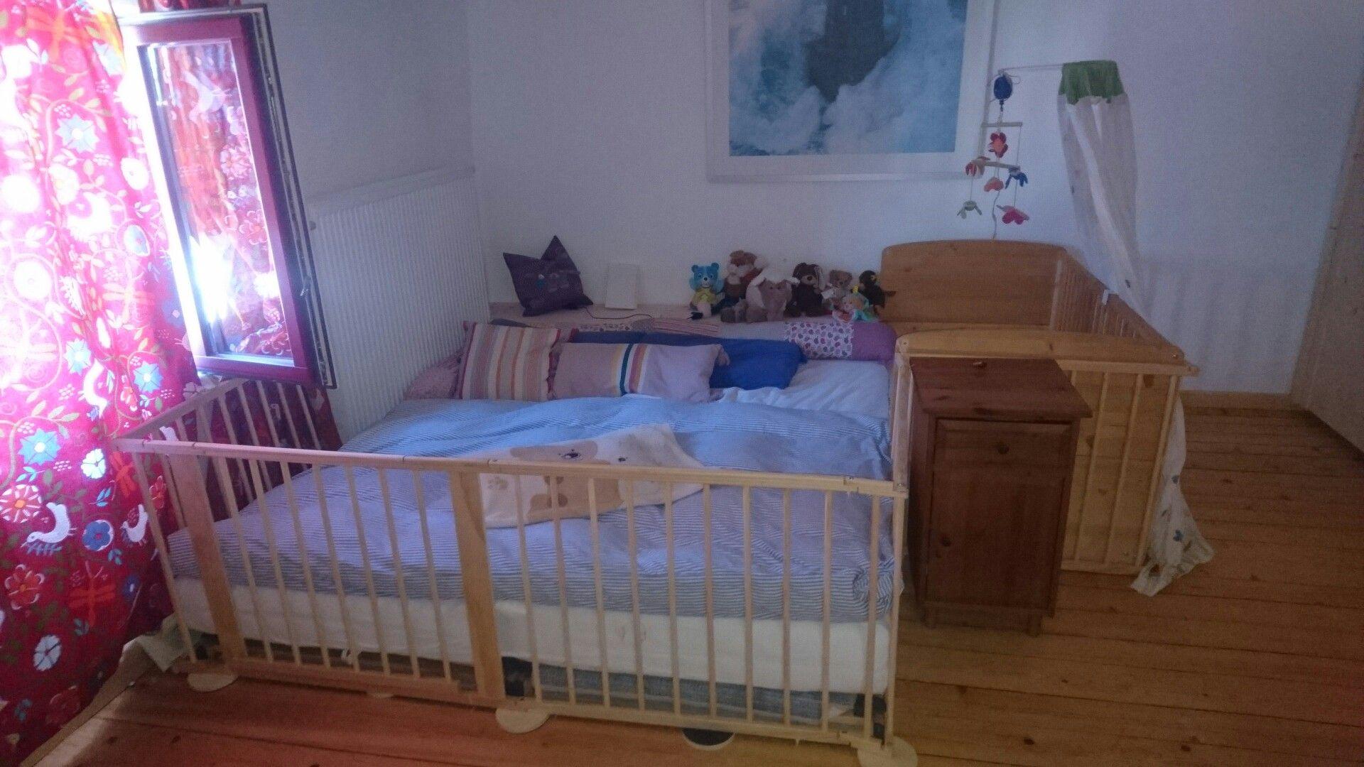 Sehr Familienbett für Krabbelkind, mit rundum Laufgitter | Baby&Me KP42