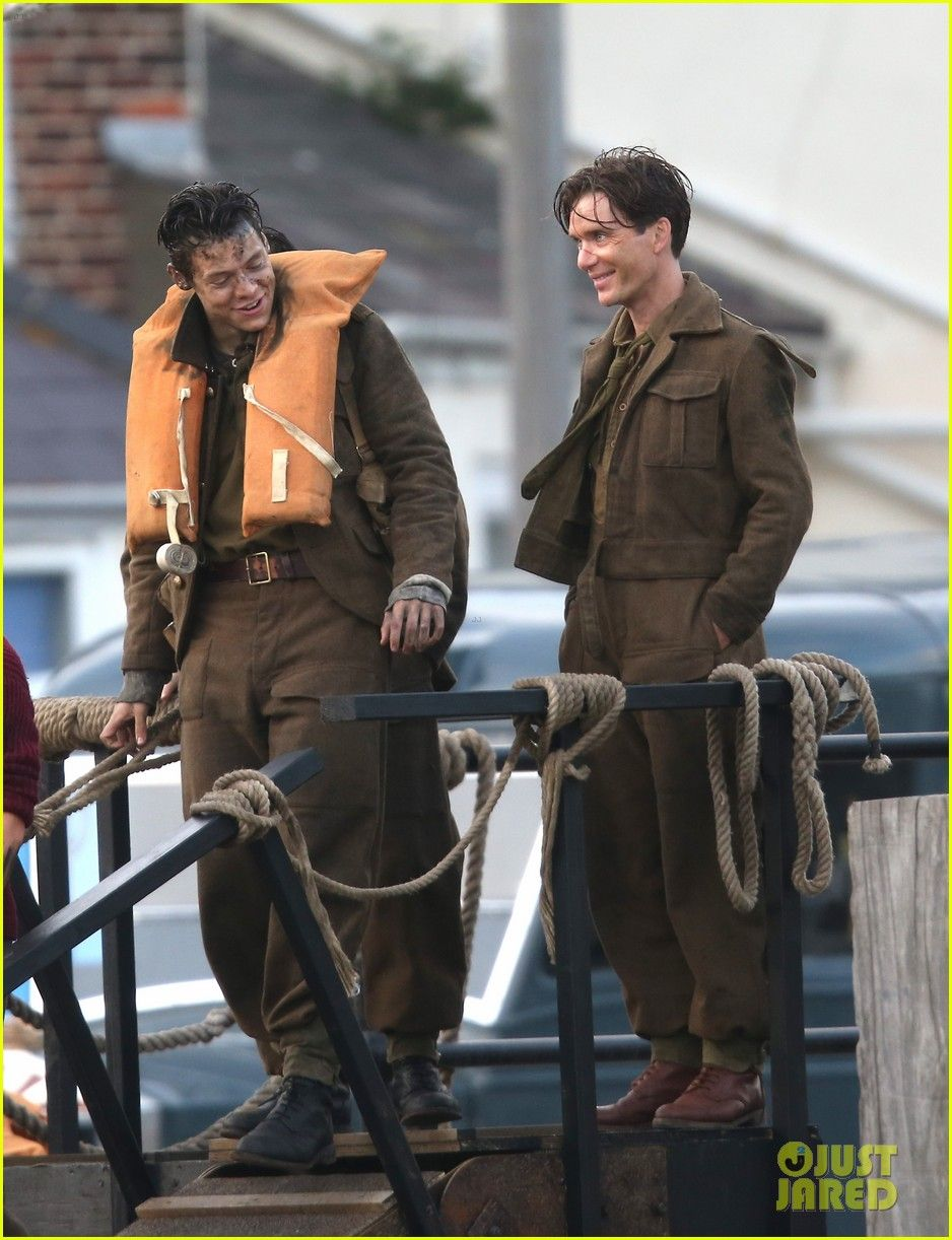 Harry Styles \u0026 Cillian Murphy Chat During Downtime on \u0027Dunkirk ...