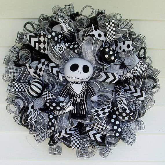 15 Spooky Deco Mesh Halloween Wreaths to Decorate Your Door