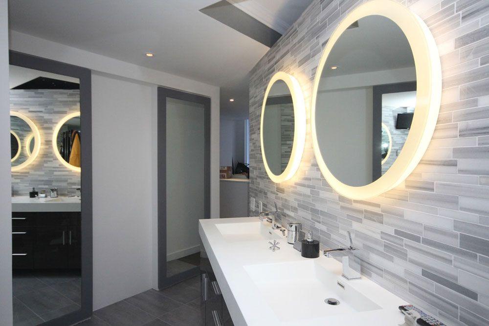 Wie Der Rahmen Einen Spiegel Im Bad Gut Aussehen Mobelideen Com Moderne Badezimmerspiegel Runde Badezimmerspiegel Badezimmer Farbideen
