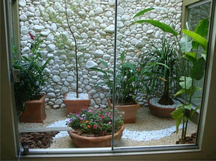 Ideas de jardines y patios interiores (17