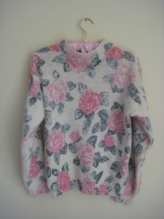 Vintage sweater, stylebook vintage (etsy). The 90s dream.
