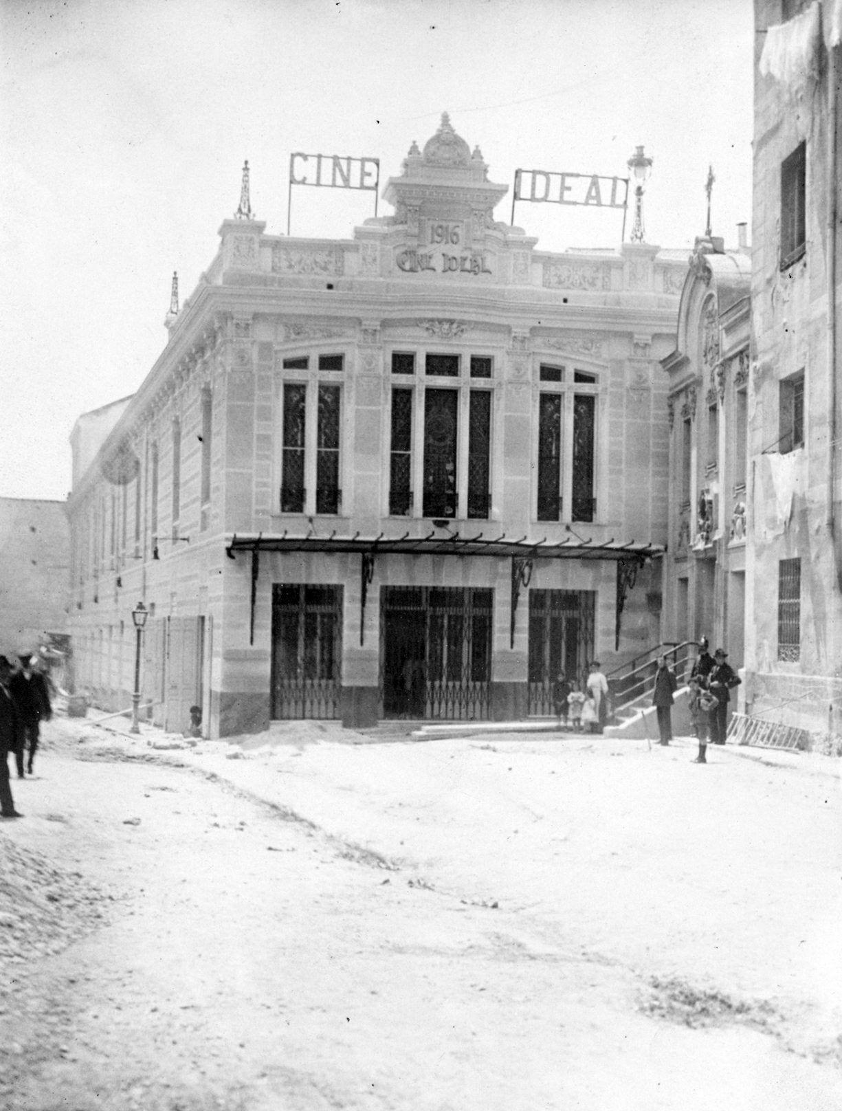 Foto de la inauguración de los Cines Ideal en 1916. Por ABC