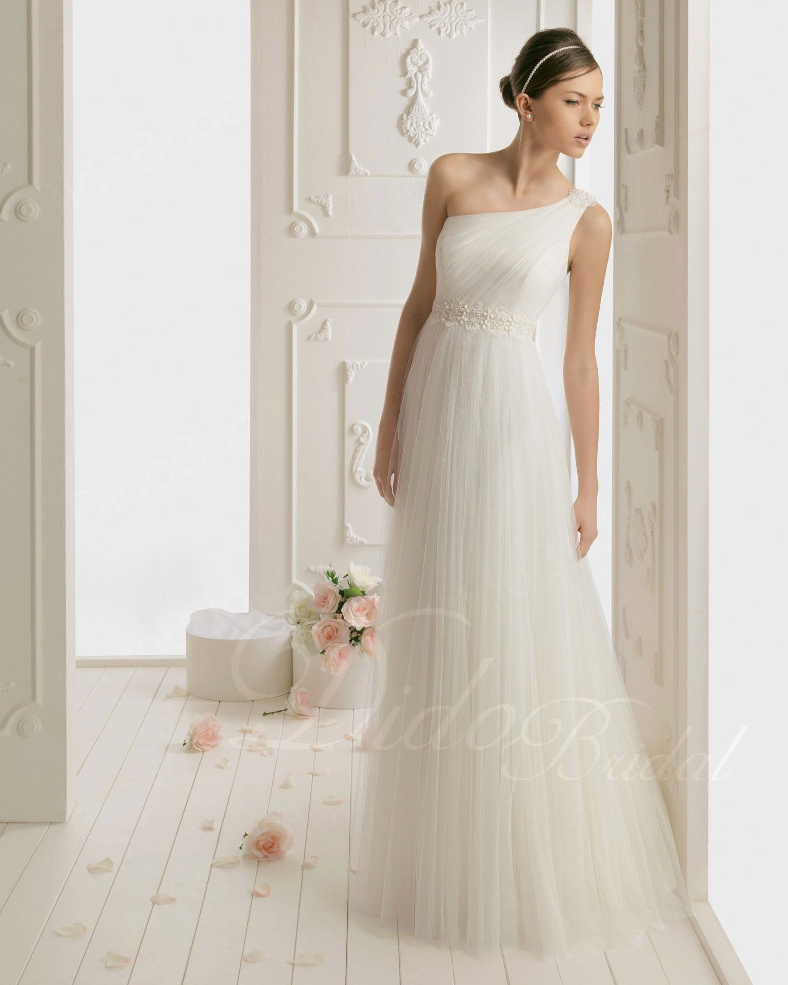 Column One-shoulder Floor-length Tulle Lace Appliqued Wedding Dress with Beading