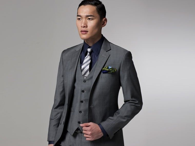 Vincero Gray 3 Piece Suit | Indochino // Gray suit and dark shirt ...
