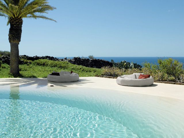 25 Amazing Beach Style Outdoor Design Ideas | Beach entry pool, Zero ...