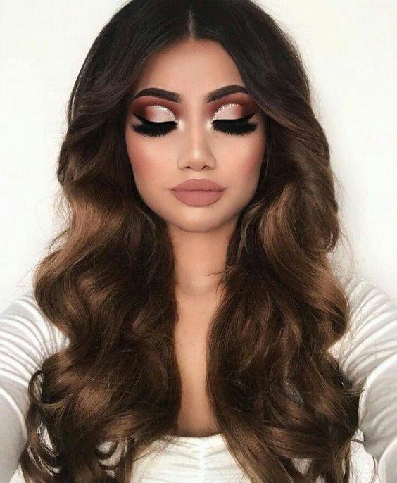 Quel makeup et quel coupe de cheveux ! Magnifique pour