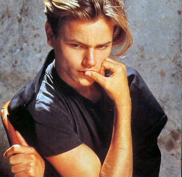 river phoenix hairstyle