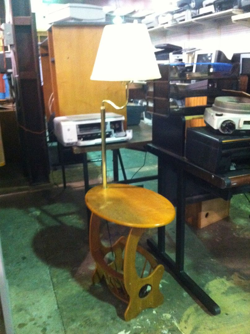 Antique End Table With Built In Lamp 50 Need An End Table Need A Lamp Why Not Get A 2 In 1 Deal This Antiq Antique End Tables Home Decor Home Furnishings Side table with built in lamp