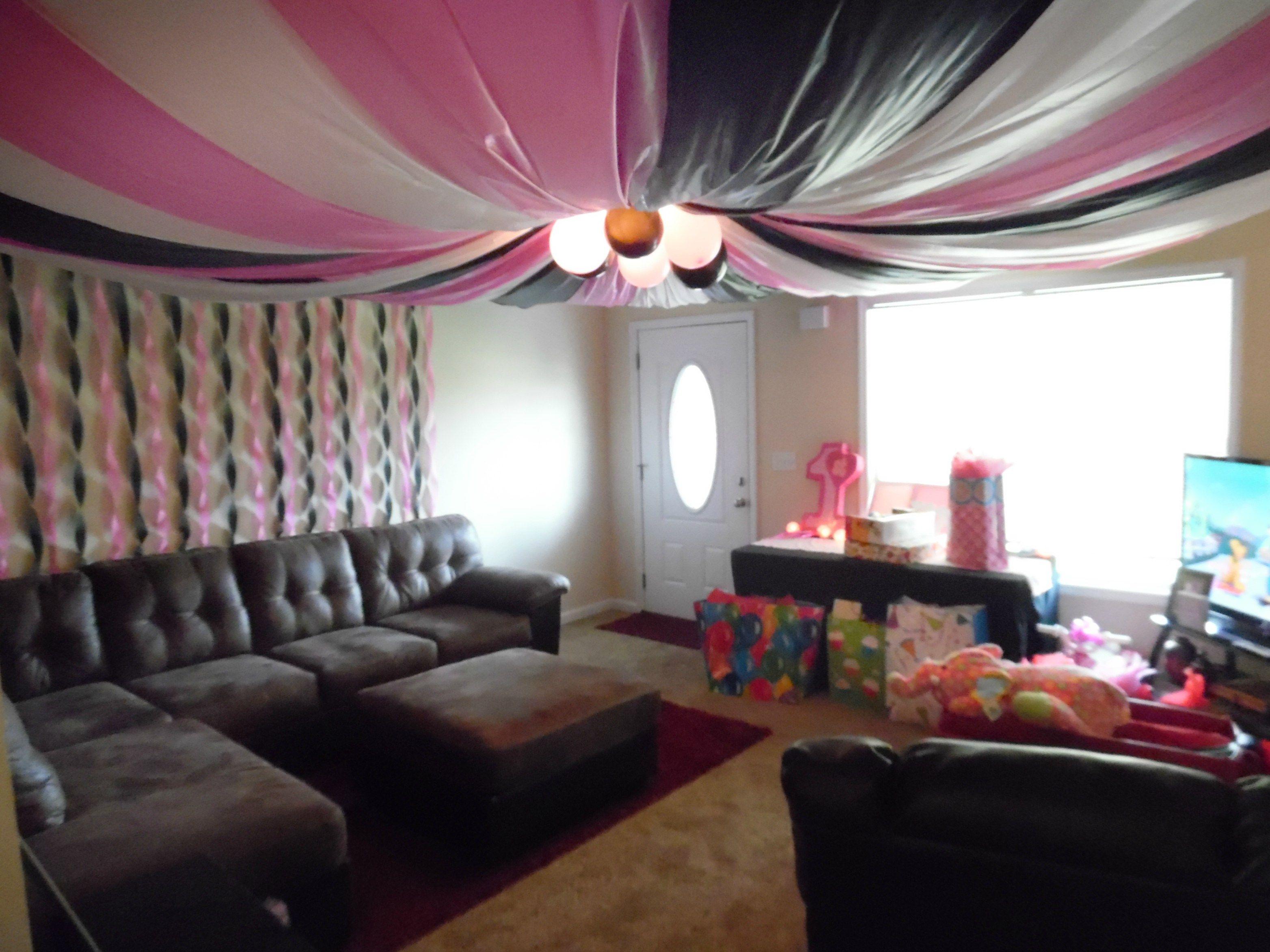 Living Room Jpg 3128 2346 Minnie Mouse Birthday First Birthday Parties Minnie