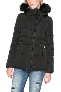 Desigual černá bunda Cecilia - 4899 Kč  2fa8577d7bd