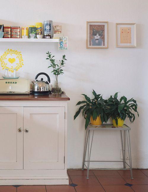 gabulle in wonderland une maison qui mixe chine meubles de famille et jolies plantes cocoon. Black Bedroom Furniture Sets. Home Design Ideas