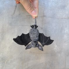 Halloween cute fruit bat jewelry for women Handmade bat animal brooch for party Needle felted Flying fox Kawaii realistic bat for teen girl
