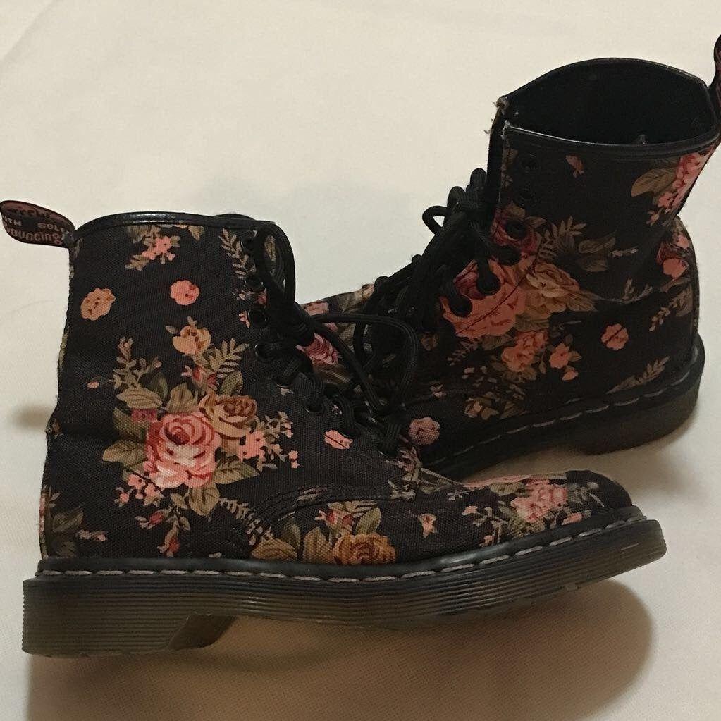 Boots, Floral boots, Doc martens black