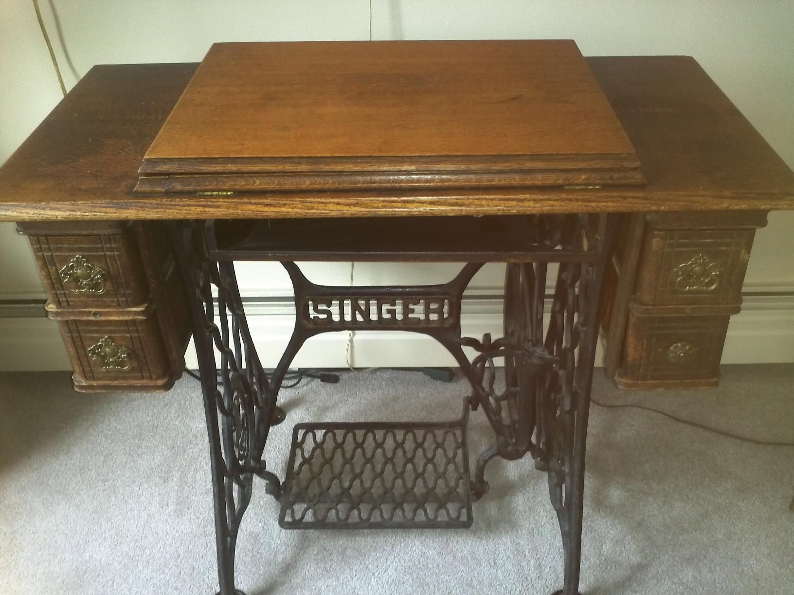 1904 Singer Model 27 4 Treadle Sewing Machine Cabinet Shown In Closed Position Concealing The Treadle Sewing Machines Vintage Sewing Machines Vintage Sewing