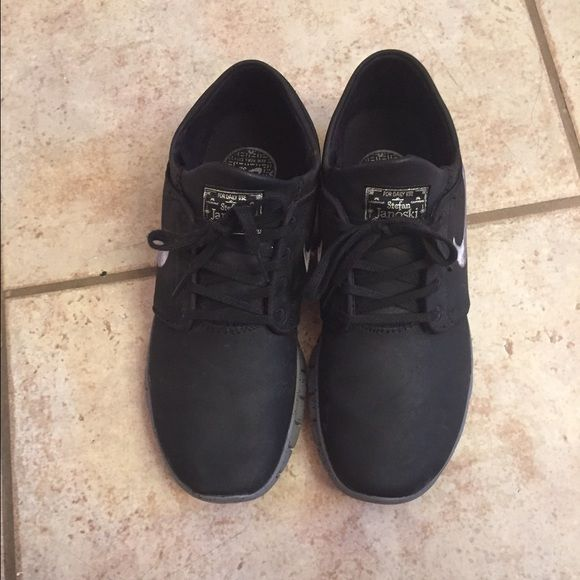 Nike Mens Nike Stefan Janoski black and grey leather shoes. Barely worn in a excellent condition. Nike Shoes