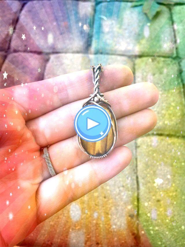 Eye Copper Pendant Tiger Eye Copper Pendant Tiger Eye Copper Pendant Flashy and bold Labradorite gemstone colored blue and gold DESCRIPTION This beautiful Pendant was han...