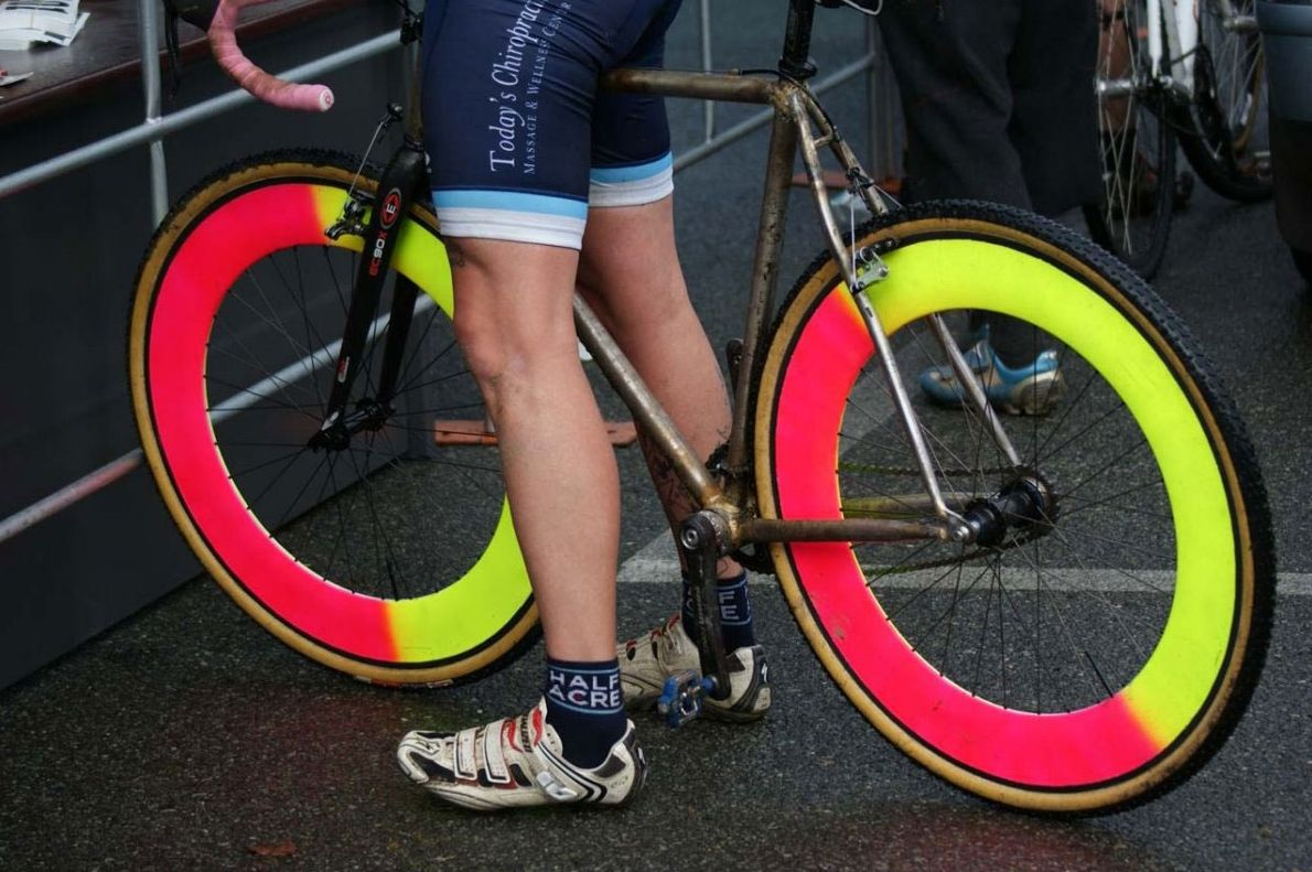such a great style, rusty frame + neon rims