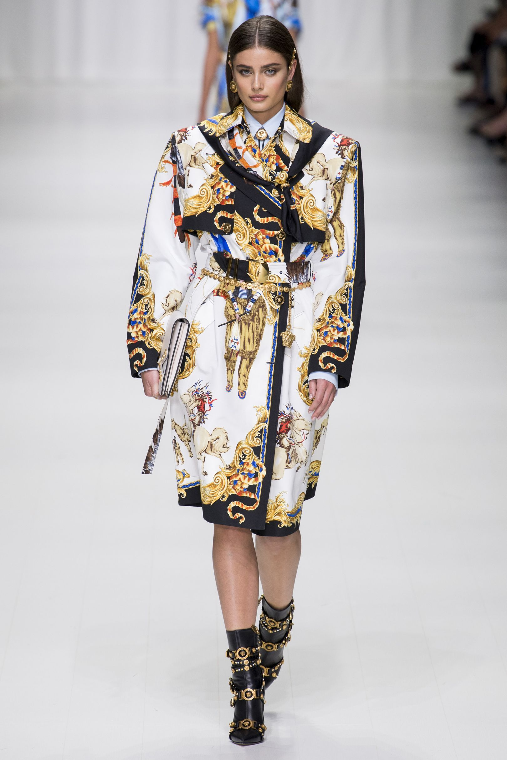 219ccd994408c3 Versace Spring Summer 2018 Ready-To-Wear Collection