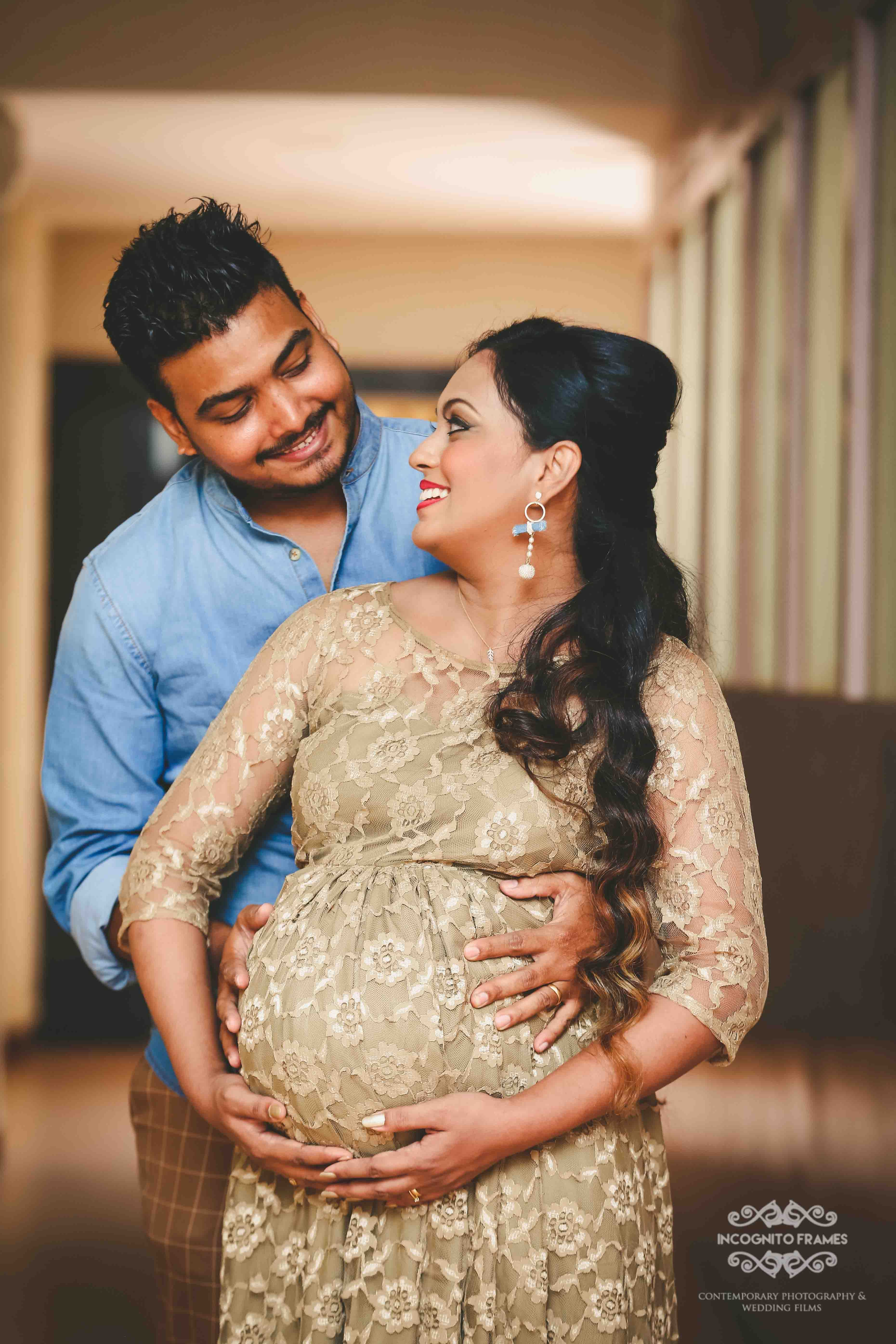 A Peek Into The Maternity Photography Incognito Frames Maternity Photoshoot Poses Maternity Photography Poses Maternity Photography Poses Couple
