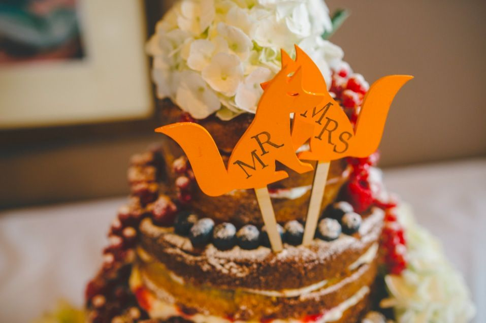 Fox/Leicester themed naked wedding cake