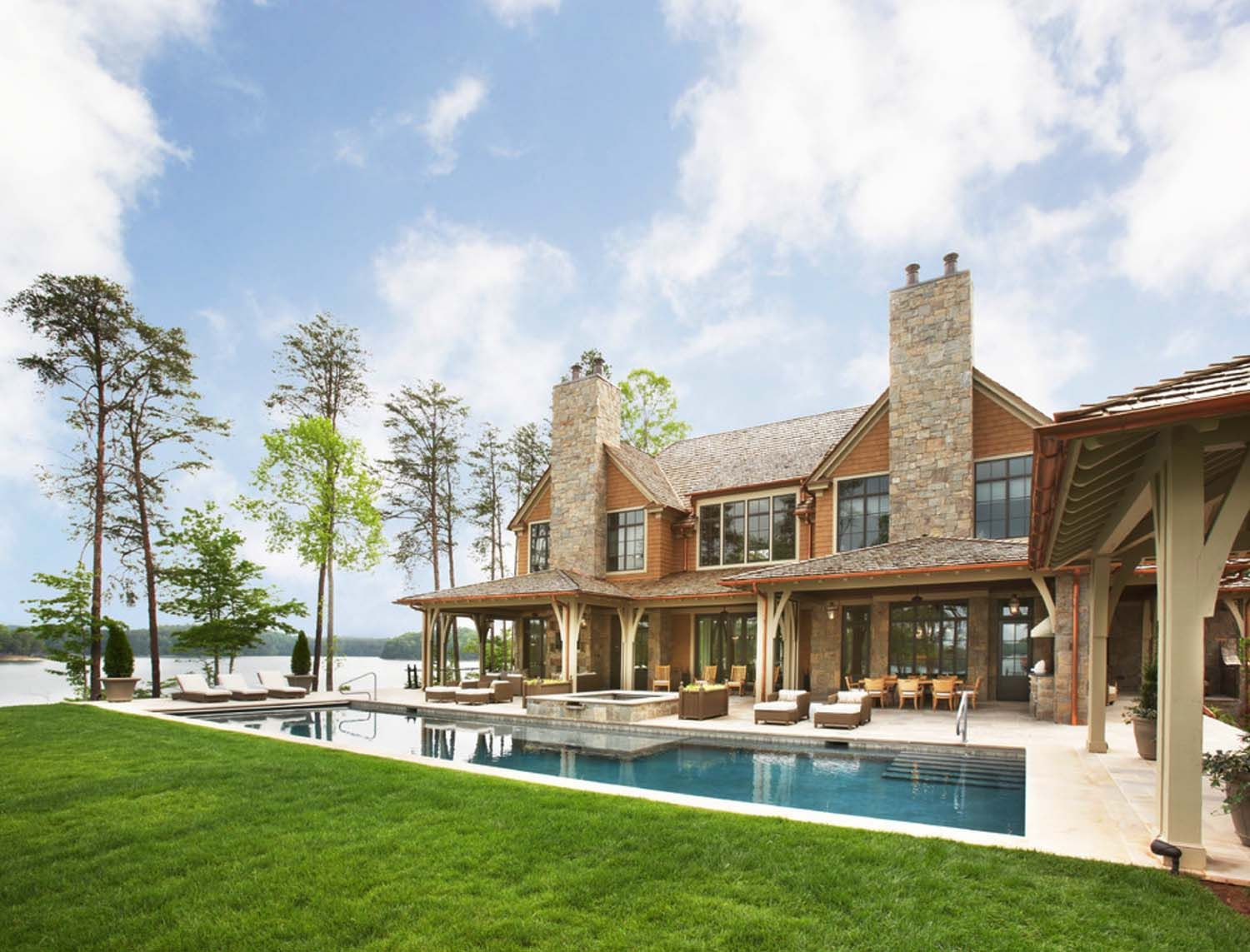 Breathtaking Waterfront House On Lake Keowee Inspires Tranquility Waterfront Homes Beautiful Homes Lake House