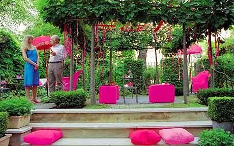 Garden design by Tricia Guild welcome to the party Green garden
