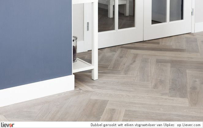 Wit Eiken Vloer : Dubbel gerookt wit eiken visgraatvloer uipkes houten vloeren