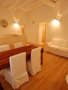 Apartments in Rome - dining area, big apartment - Piazza Santa Maria, Trastevere