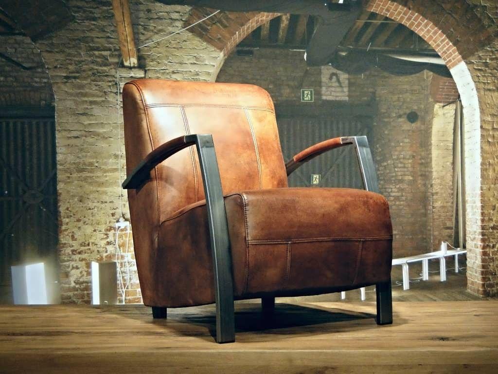 Industriele fauteuil gemaakt van handgewassen ongecorrigeerd