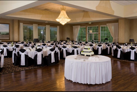 Somerset Room holds up to 300 guests for your wedding reception! Black and White weddings at Avalon Manor are elegant at its best!