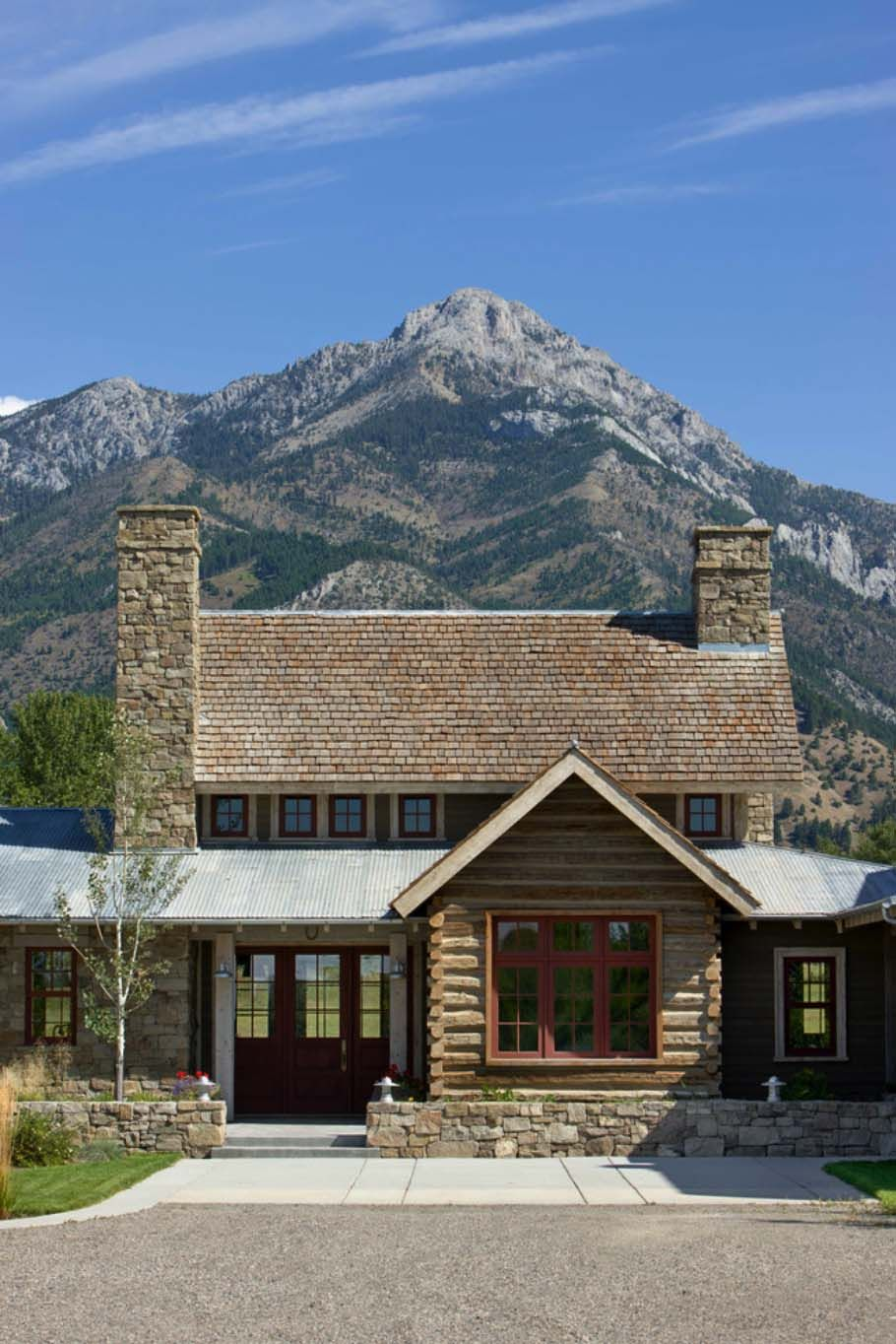 Picturesque montana farmhouse with an attached barn - Rustic modern farmhouse exterior ...
