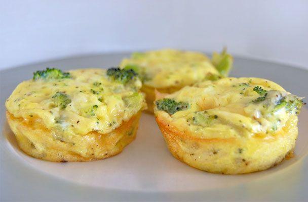Mini quiche di broccoli - Saporite tortine di formaggio e verdure, le mini quiche sono ideali come finger food per un aperitivo o come antipasto.