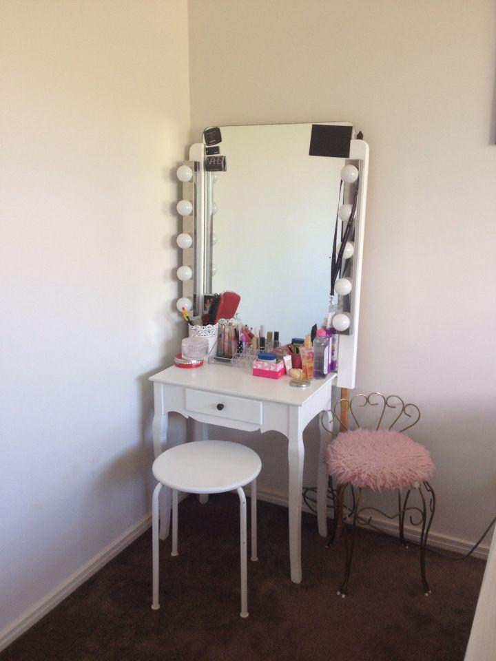 Hollywood mirror. Teenage girl bedroom. Makeup station ... on Mirrors For Teenage Bedroom  id=15416