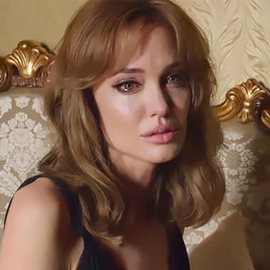 Angelina Jolie Reveals Her Inspiration For Making By The Sea Angelina Jolie Blonde Angelina Jolie Makeup Angelina Jolie Style